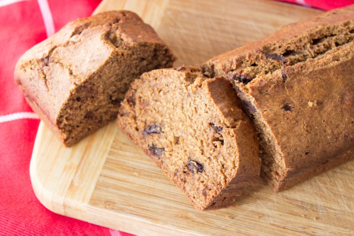 Delicious pumpkin loaf cake made with all healthy ingredients, packed with aromatic autumn spices, semi-sweet chocolate chips, and tons of sweet pumpkin flavor. CLICK o grab recipe or PIN for later!