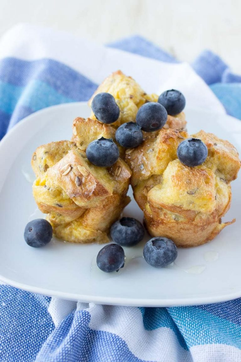 French Toast Vanilla Muffins baked in the oven, fat-free and just delicious. Perfect kid-friendly HEALTHY breakfast! CLICK to read recipe or PIN for later! via natalieshealth.com #healthy #breakfast #lowfat #sugarfree #kidfriendly