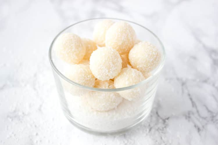 Healthy coconut bites that combine tropic flavor of coconut and aromatic vanilla, made from healthy ingredients - a superfood coconut oil and coconut flour, naturally sweetened with honey. CLICK to read more or PIN for later!