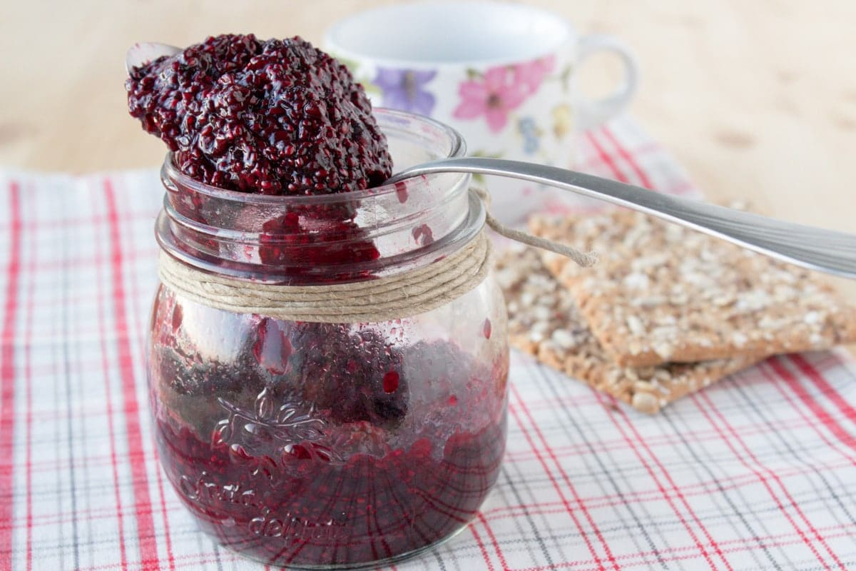This quick and easy, super healthy Blackberry Chia Seed Jam is rich in nutrients, pectin-free, and contains only natural ingredients. It's also low in sugar, packed with proteins and fibers which make this jam a delicious and healthy breakfast or snack. CLICK to read more, or PIN for later!