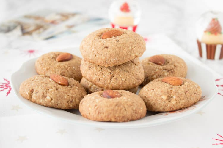 Crunchy, nutty and full of caramel flavor, these healthy Almond Sugar Cookies are the perfect sweet treat. They are refined sugar-free, full of nutrients and low-calorie. CLICK to grab the recipe or PIN for later!