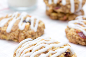 Soft and chewy Apple Cinnamon Oatmeal Cookies, perfect high-fiber breakfast or healthy snack. These cookies are very nutritious, made with all healthy ingredients and contain no refined sugars. CLICK to read the recipe or PIN for later!
