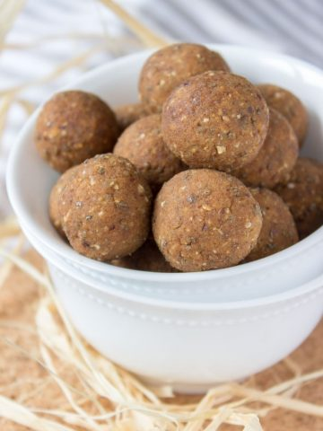 Pumpkin Pie Energy Balls are the perfect grab-and-go snack. These HEALTHY no-bake bites are nutritious, refined sugar-free, vegan, gluten-free.