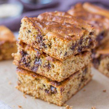 Healthy flourless Peanut ButterChocolate ChipBlondies