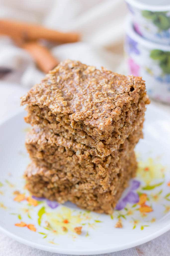 Cinnamon Roll Oatmeal Bake with hemp seeds