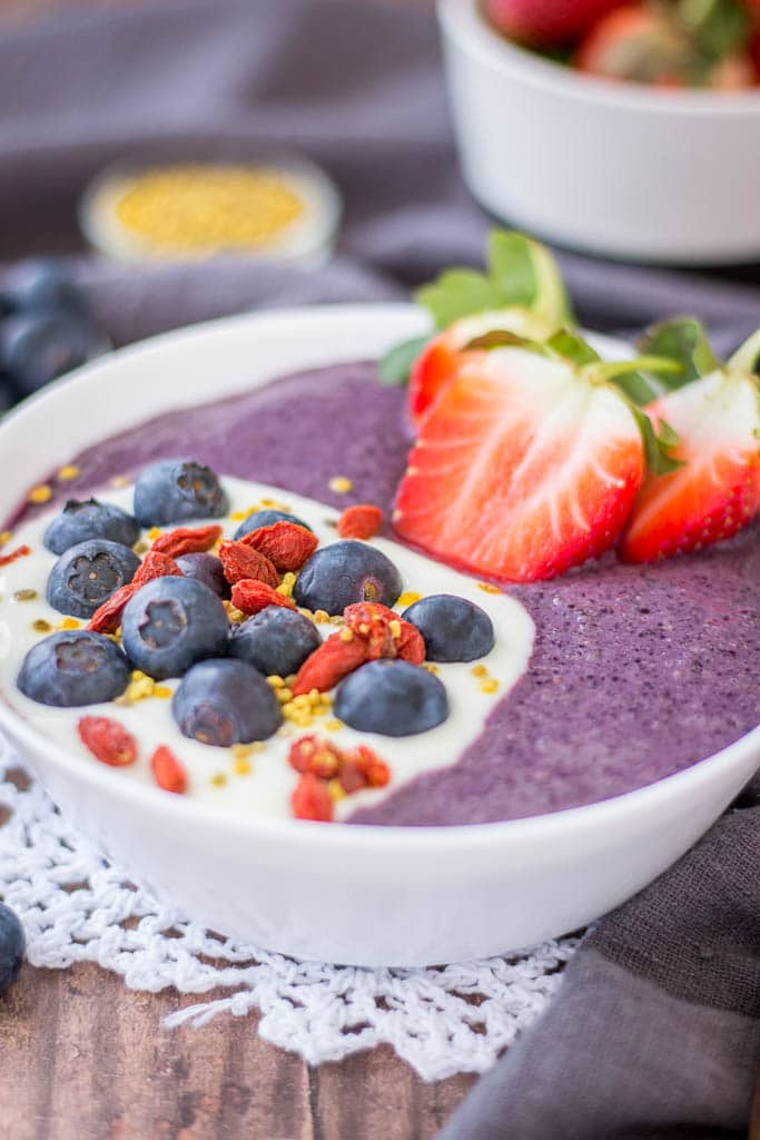 Acai Smoothie Bowl with fresh blueberries